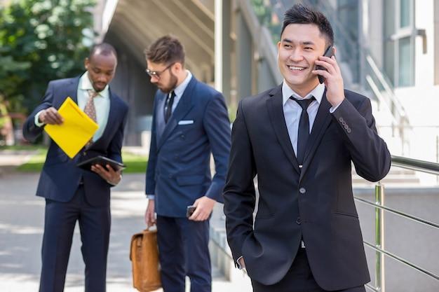 Equipo de negocios multiétnico