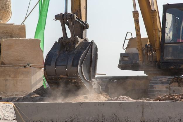 Equipo de producción para excavadoras en sitios de construcción modernos