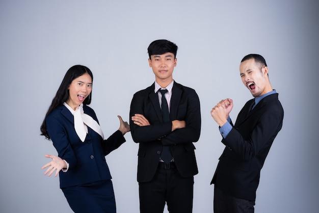 Equipo de retrato inteligente de negocios, 3 personas asiáticas