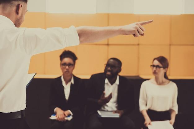 Equipo de trabajo gente comunicación profesional especialista
