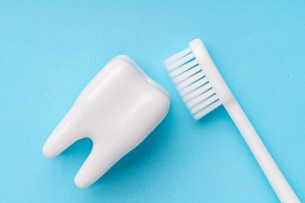 Equipos dentales desde la vista superior, planos en el estudio
