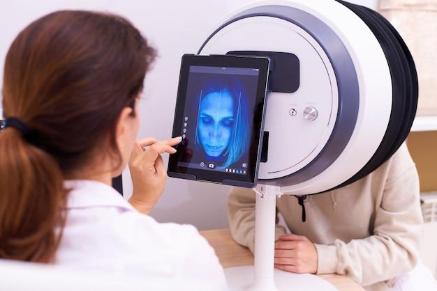 Equipos para el diagnóstico de piel facial para dermatología y cosmetología.