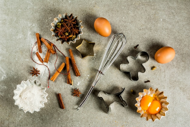 Equipos e ingredientes para hornear, cocinar pasteles y galletas navideñas