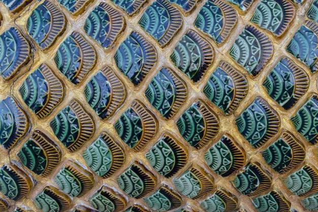Escala de pescado estilo tailandés artesanía cerámica arte templo decoración hermoso fondo