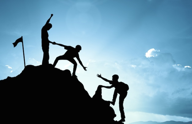 Escalar ayudar a trabajar en equipo, concepto de éxito