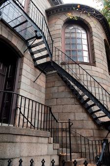 Escalera en el exterior de la capilla del rey en boston, massachusetts, estados unidos