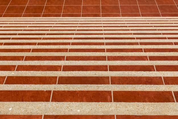 Escalera de marmol rojo.