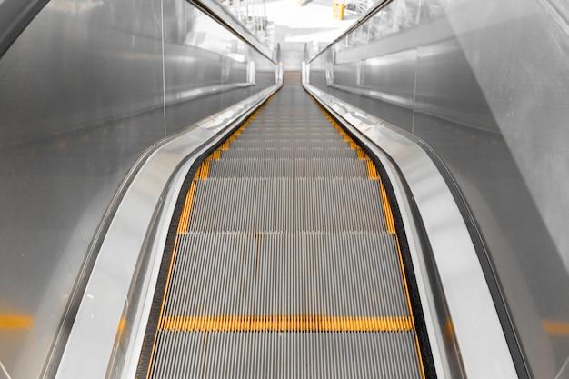 Escalera mecánica desde arriba