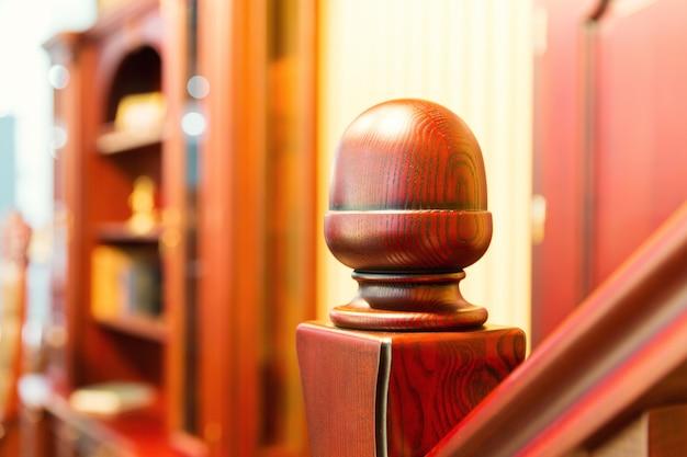 Escalera moderna hecha de madera bonita