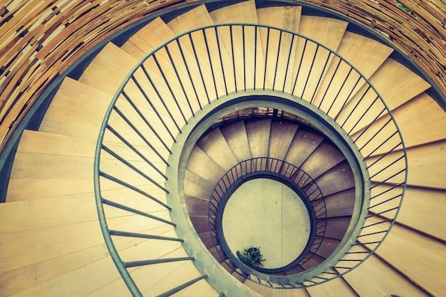 Escaleras interiores hipnosis remolino abstracto Foto gratis