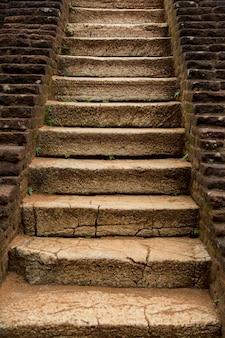Escaleras de piedra antiguas