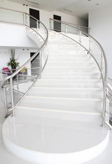 Escaleras subiendo