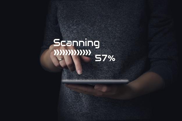 Escaneo en pantalla digital. concepto de red de internet de seguridad de tecnología empresarial.