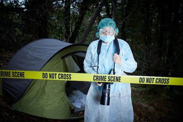 Escena del crimen en el bosque