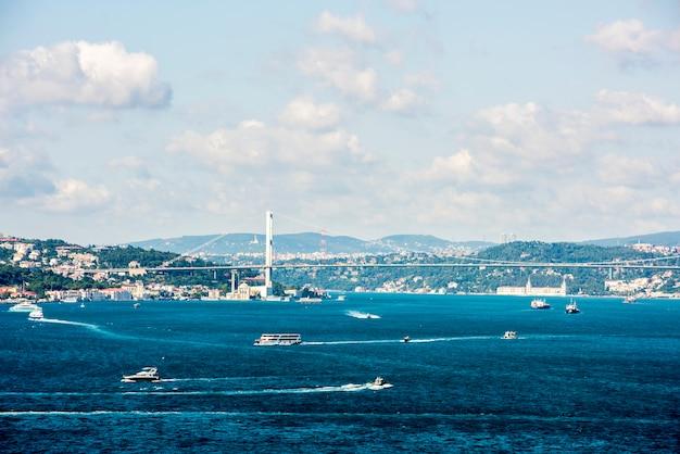 Escena del océano de estambul con crucero