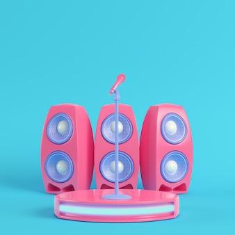 Escenario de concierto con micrófono y altavoces sobre fondo azul brillante en colores pastel