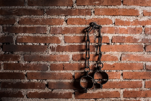 Esclavitud y esclavitud grilletes viejos de acero fuerte