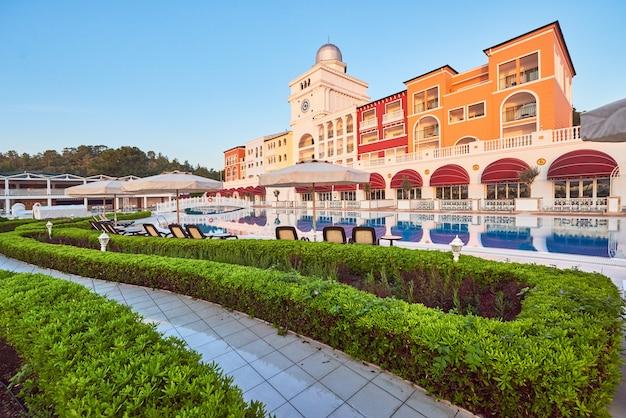 Escriba un hotel de lujo de villa de verano amara dolce vita hotel de lujo.