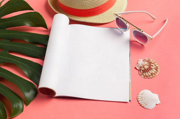 Escribir el diario summer beach vacation concept