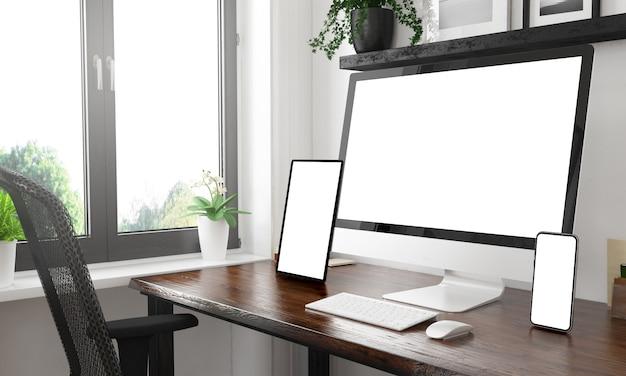 Escritorio en blanco y negro con tres dispositivos que muestran pantallas en blanco