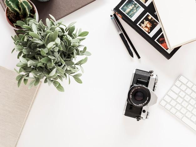 Escritorio con cámara de fotografías