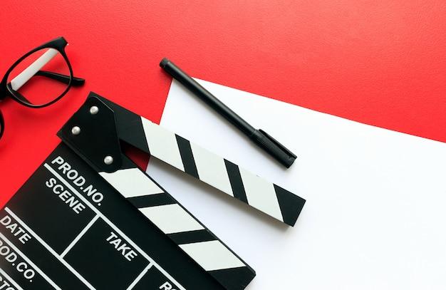 Escritorio del director de cine. vista superior tiro