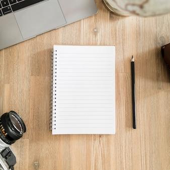 Escritorio con libreta
