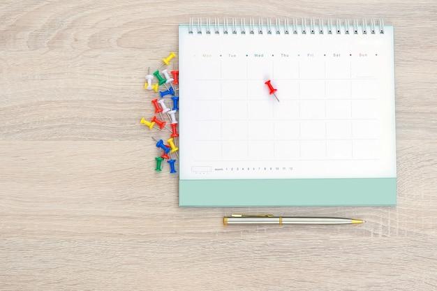 El escritorio de la vista superior con calendario.