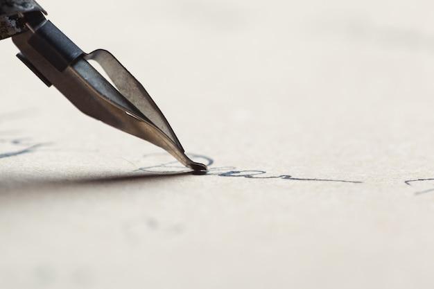 Escritura antigua pluma estilográfica