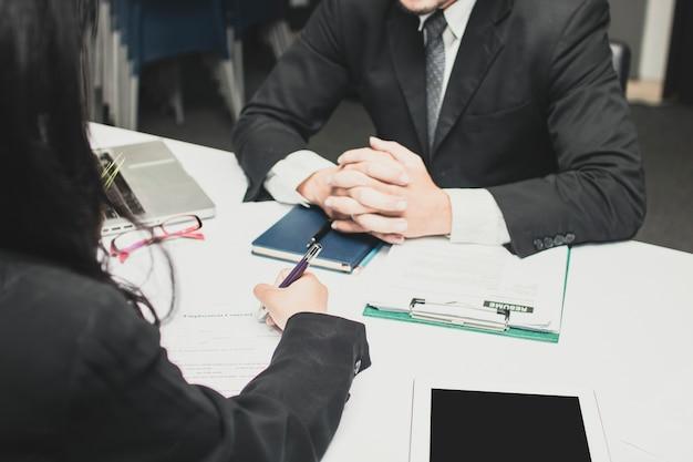 Escritura candidata y formulario de solicitud completo