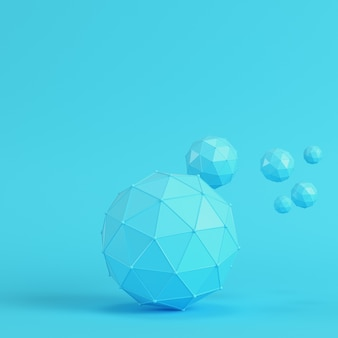 Esferas abstractas de baja poli sobre fondo azul brillante