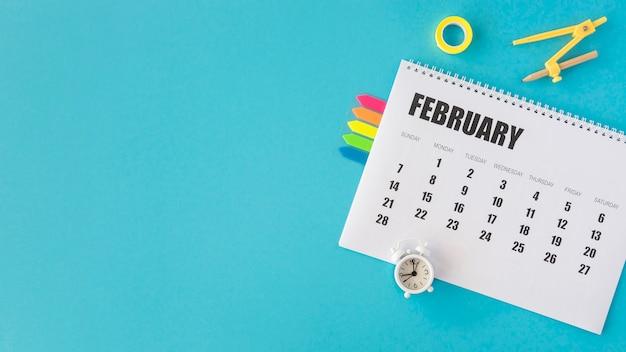 Espacio de copia de calendario de papelería de vista superior