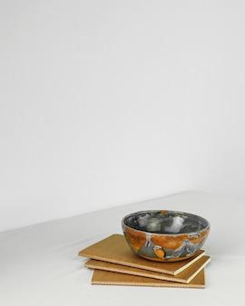 Espacio de copia de cuenco colorido de cocina mínima abstracta