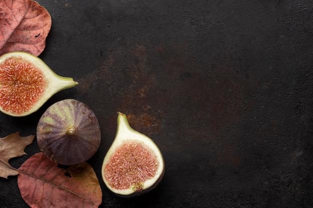 Espacio de copia de fruta de granada de corte minimalista