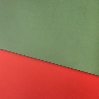 Espacio de copia de papel verde y rojo