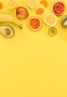 Espacio de copia de plátano y cítricos