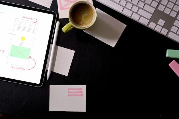Espacio de trabajo del diseñador creativo del sitio web de ui