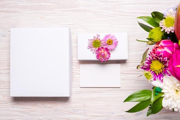 Espacio de trabajo florístico de vista superior