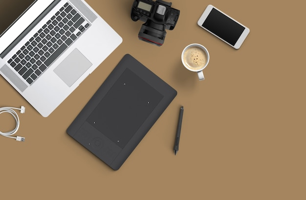 Espacio de trabajo mínimo: computadora portátil, cámara, café, cámara, bolígrafo, lápiz, cuaderno, papelería de teléfono inteligente sobre fondo marrón para espacio de copia vista superior plana