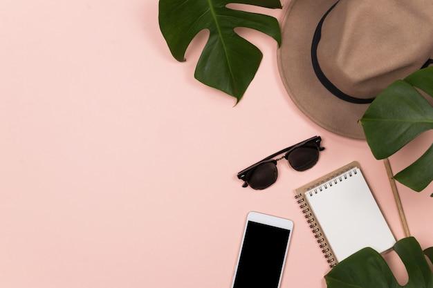 Espacio de trabajo mujer con notebook