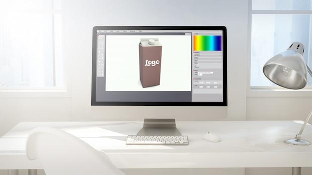 Espacio de trabajo con pantalla de computadora haciendo diseño de empaque