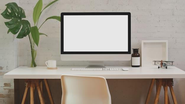 Espacio de trabajo y simulacro de oficina informática