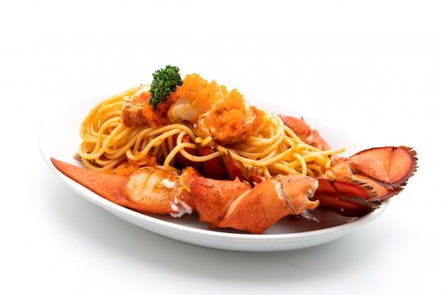 Espagueti de langosta con huevo de camarón