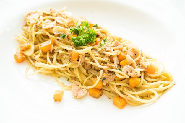 Espaguetis de atún