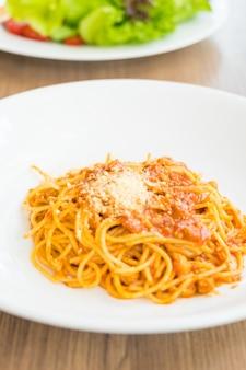 Espaguetis bolongeses