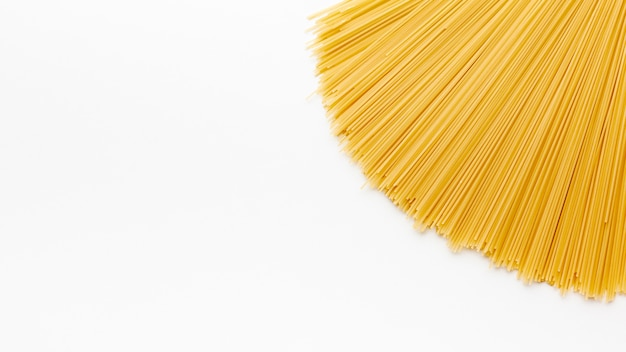 Espaguetis crudos con espacio de copia