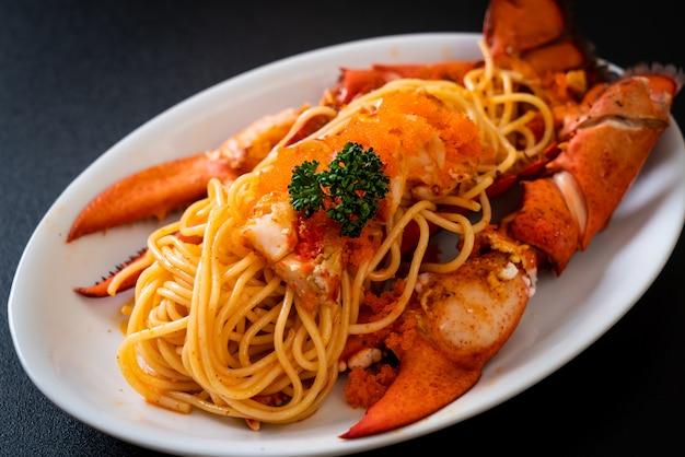 Espaguetis de langosta con huevo de camarones