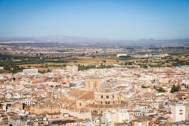España, región de andalucía, panorama de la ciudad de granada desde el mirador de la alhambra