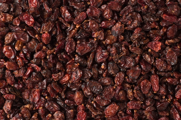 Especia de agracejo rojo seco como fondo, textura de condimento natural