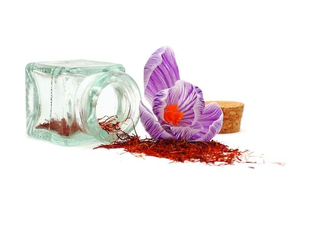 Especia de azafrán y flor de azafrán